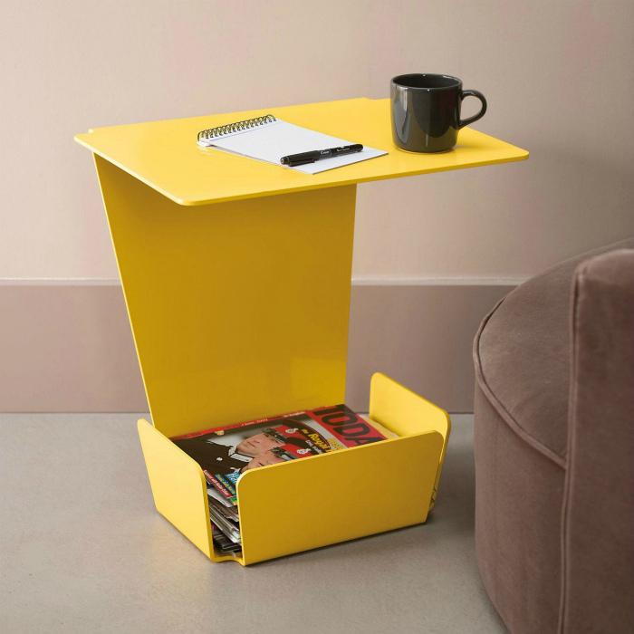 Компактный приставной столик.