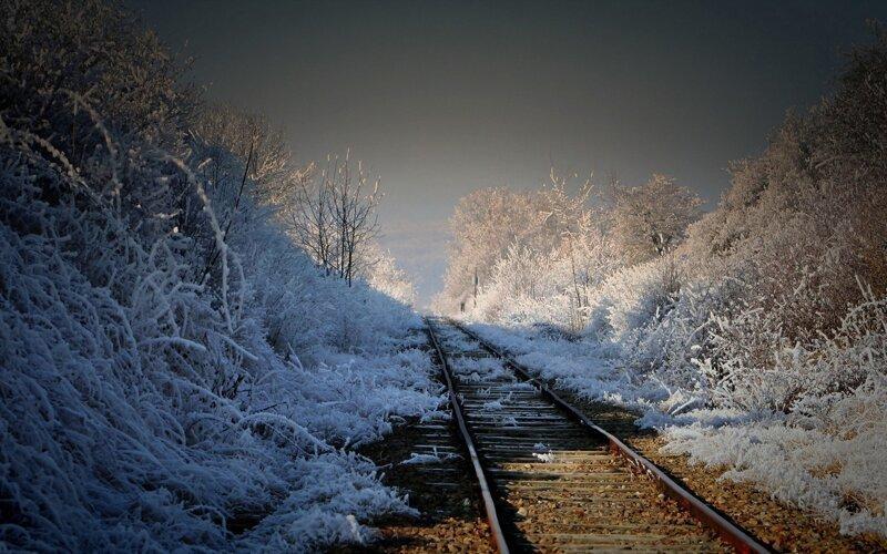 Романтическое железнодорожье город, железная дорога, поезд, рельсы, шпалы, эстетика