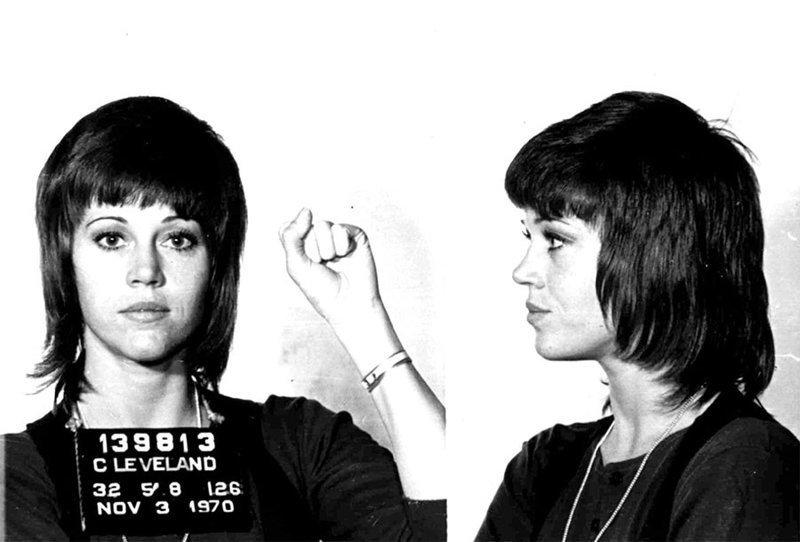 Джейн Фонда. 1970 год. Контрабанда наркотиков, нападение на полицейского. арест, звезды, полиция, правонарушение