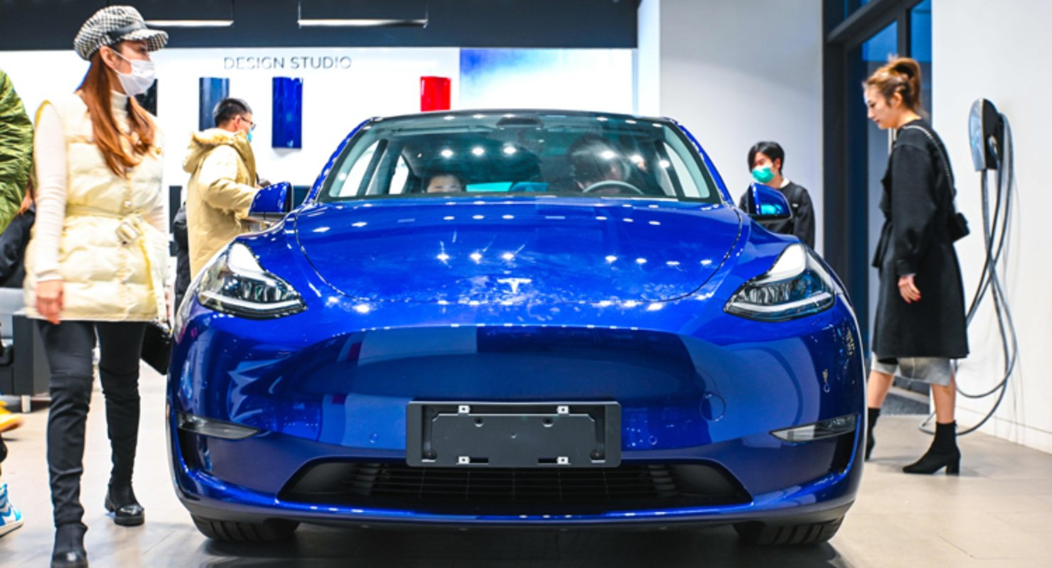 Машины Tesla запретили в военных и жилых комплексах Китая из опасения утечки информации Автомобили