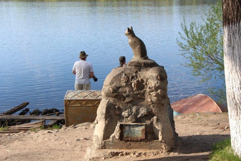 За великой рекой наблюдает плесская кошка Города России, Плёс, ивановская область, красивые города, пейзажи, путешествия, россия
