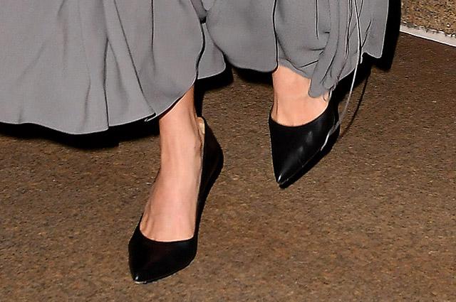 Все оттенки серого: Амаль Клуни гуляет по Нью-Йорку звездный стиль, амаль клуни, нью-йорк