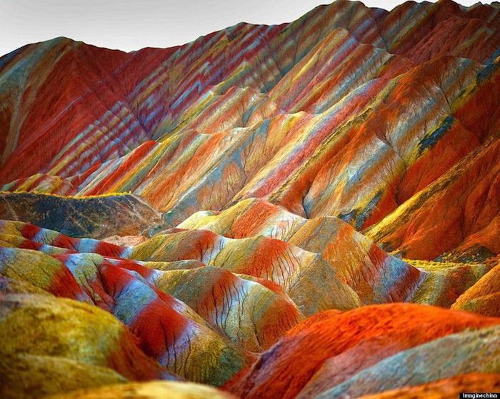 Радужные горы в Китае - не фотошоп!