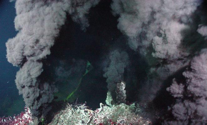 Черные курильщики: другой мир, который находится на дне океана вода,магма,наука,океан,Пространство,черные курильщики