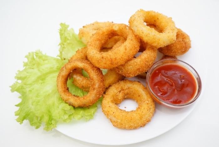 Хрустящие луковые кольца с сыром