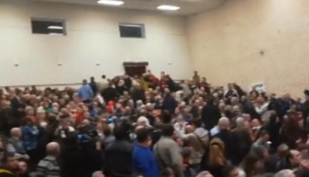 На встрече Грудинина с избирателями произошла драка коммунистов с лимоновцами