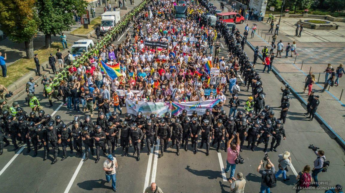 Гей-парад под конвоем