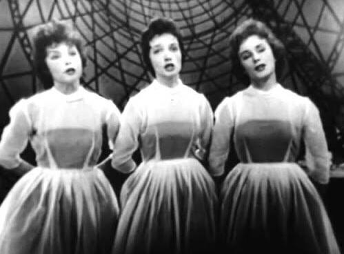 Как выглядят сестрички-официантки из фильма «Карнавальная ночь» спустя 64 года после съёмок актриса,звезда,наши звезды,певица,фильм,фото,шоубиz,шоубиз