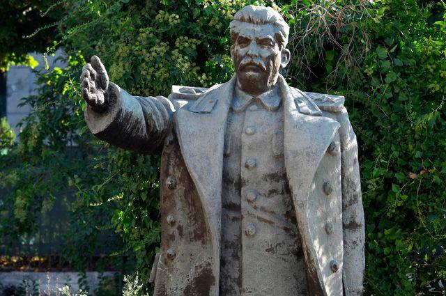 Ритуальные жертвы для Сталина. Почему в Албании поклоняются «вождю народов»