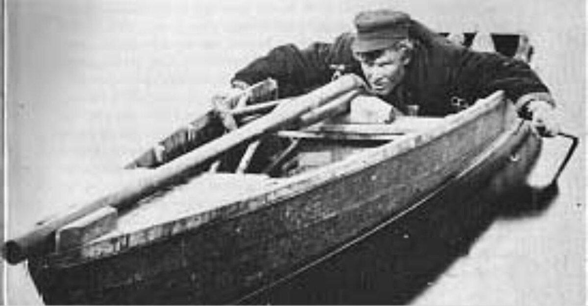 Охотник в лодке с пунтовым ружьём. Источник изображения: wikimedia.org