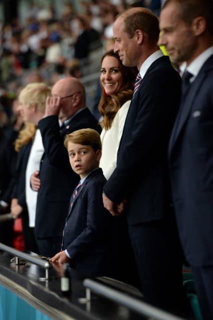 Кейт Миддлтон, принцы Уильям и Джордж, Кейт Мосс, Том Круз и другие на финале Евро — 2020 Новости