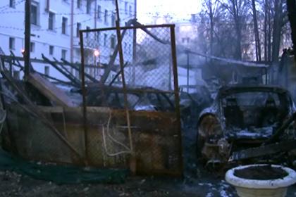 """""""Элитный пожар"""" на автостоянке в Москве. Сгорели Rolls-Royce, Bentley, Mercedes и Porsche (11 машин)"""