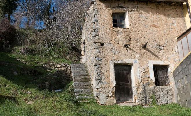 Как устроены дома в Италии, которые продаются за 1 евро. Заглядываем внутрь домов, тысяч, часть, покупатель, городов, коммуникацийПритом, перебрались, Джилленхол, течение, отремонтировать, обязательство, берет, домовладелец, новый, нужно, вплоть, Праги—, менять, Внутри, крышу