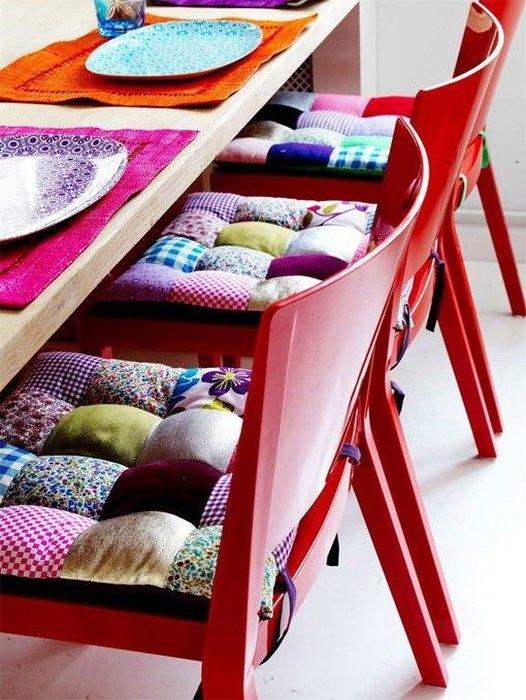 Идея №12: подушки для стульев из лоскутков ткани