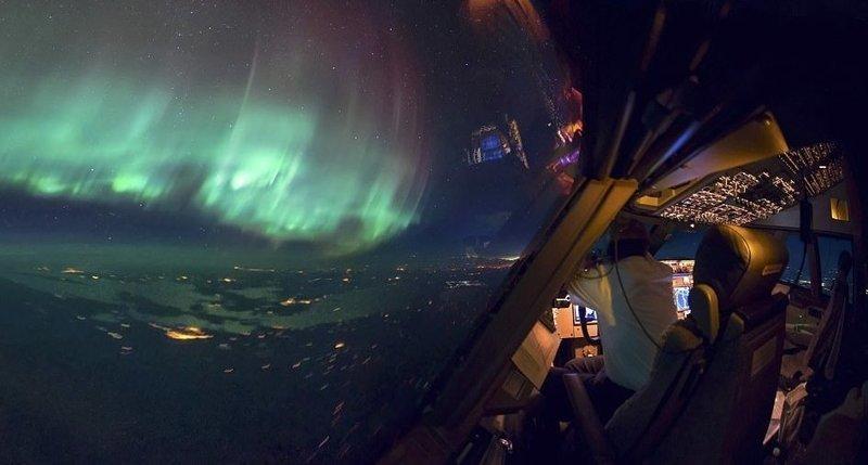 Навстречу северному сиянию вид из кабины пилота, красиво, летчик, небо над нами, путешествия над Землей, фото из самолета, фотограф, фотографии