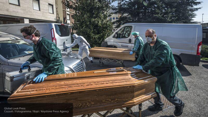 Родственникам умерших от коронавируса испанцев приходится искать тела по нескольку дней