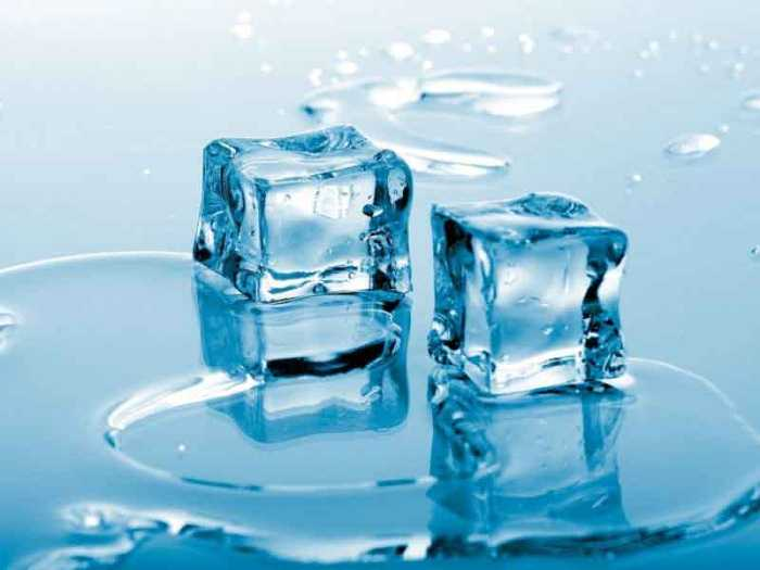 Кубики льда ненадолго приглушат боль.