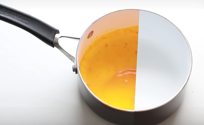 Как запросто очистить кастрюлю или сковороду от жира, не пачкая при этом губки и не тратя много воды
