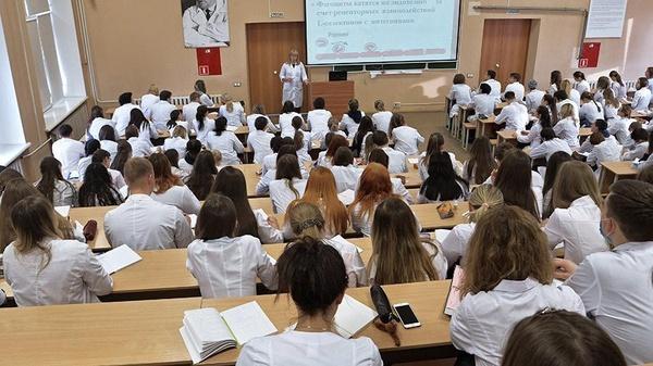 Студентов-медиков допустят до работы с больными коронавирусом коронавирус,общество,россияне,студенты,Эпидемия