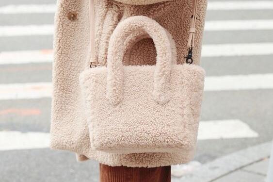 Картинки по запросу Невинная овечка: самая популярная сумка осеннего сезона