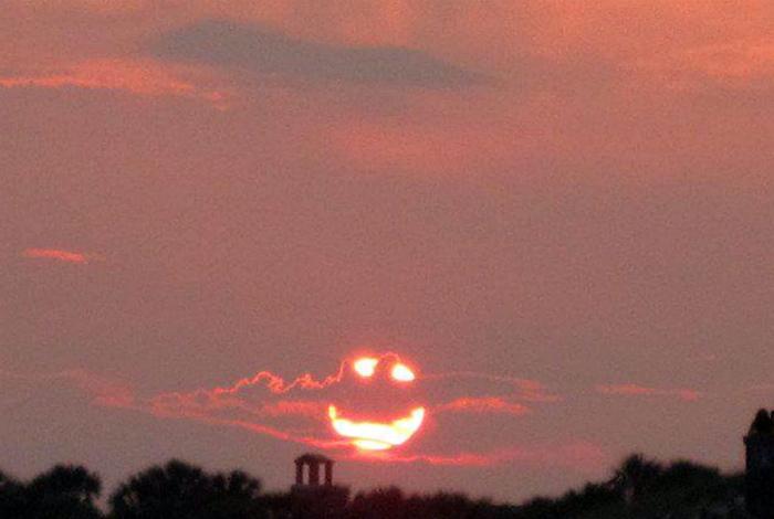Злое солнце заката.