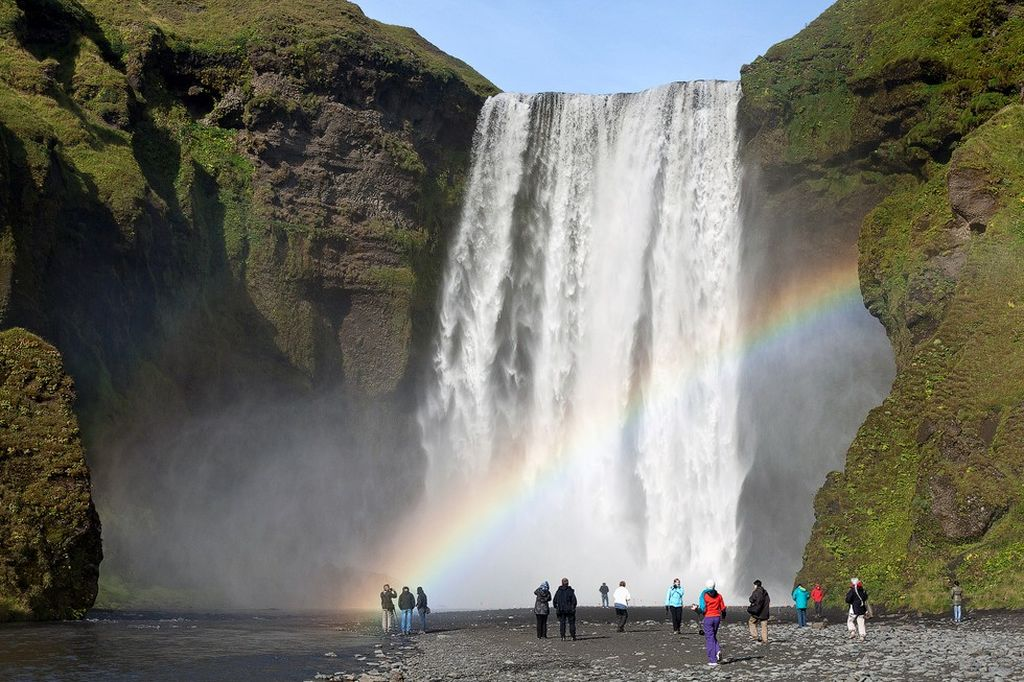 http://animalworld.com.ua/images/2015/January/Eco/Skogafoss/Skogafoss-1.jpg