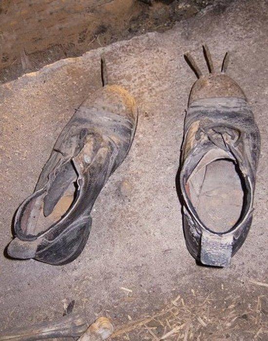 Ботинки с гвоздями.