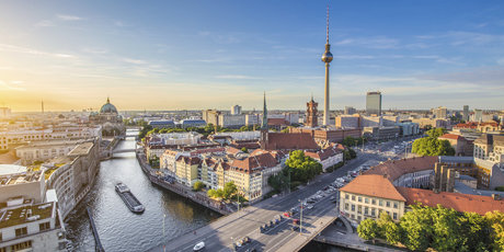 https://www.visitberlin.de/system/files/styles/visitberlin_bleed_header_visitberlin_mobile_1x/private/image/iStock_000074120341_Double_DL_PPT_0.jpg?h=a66ba266&itok=2YXS5_33