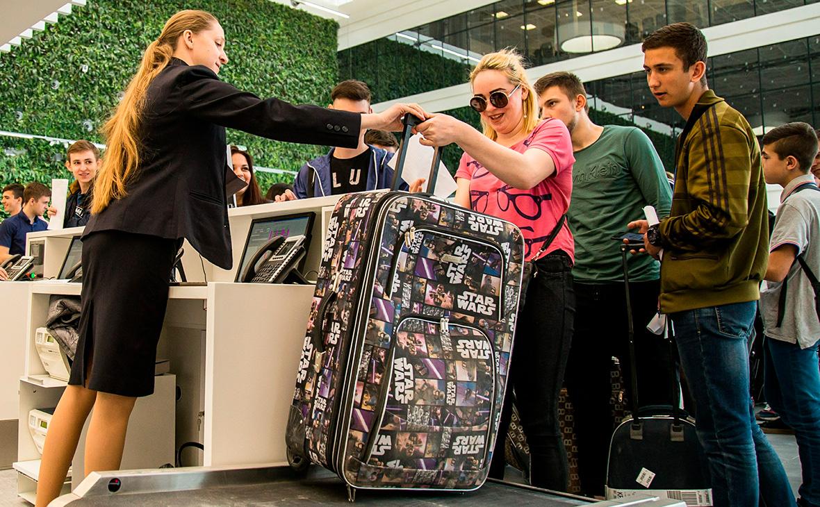 ВЦИОМ объяснил планы молодежи уехать из России желанием посмотреть мир