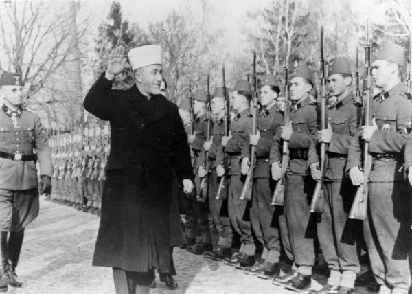 В Киеве помечтали о развале России и уменьшении русских по плану Гитлера