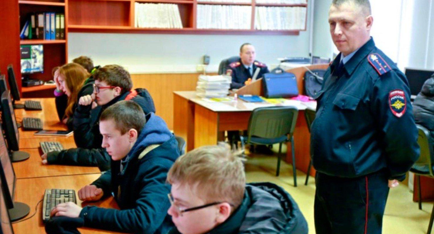 В ГИБДД Москвы назвали необычные попытки списать на экзамене на водительские права Автомобили