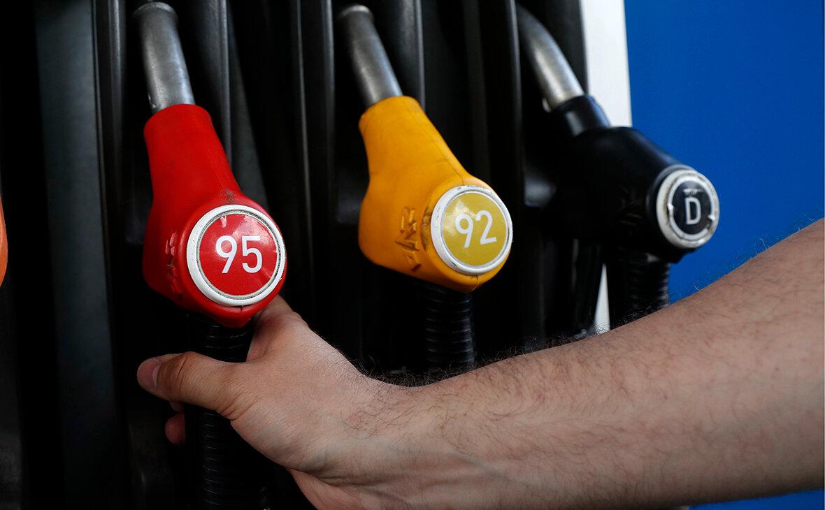 Сотрудник НПЗ рассказал, какой бензин чище