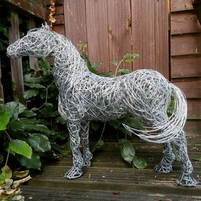 Скульптуры животных из металлической проволоки