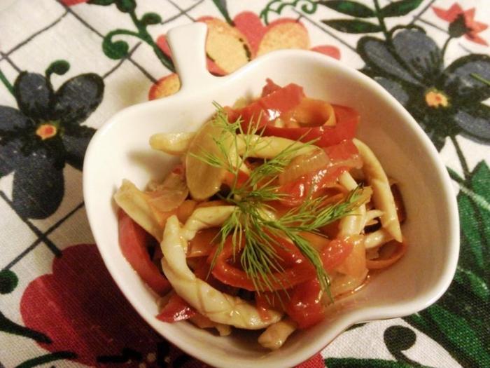 Кальмары с овощами по-корейски.
