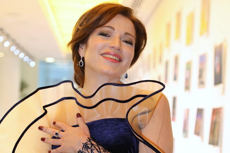 49-летняя Алена Хмельницкая поделилась снимком, на котором она без капли макияжа