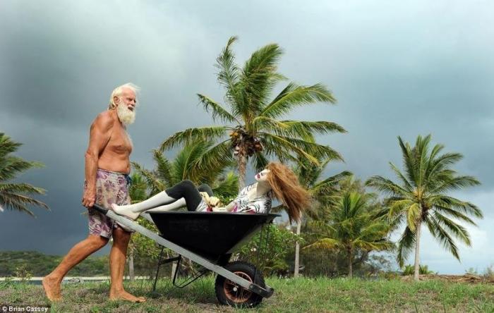 Мужчина, который живет один на острове Дэвид, научила, Дэвида, острове, забрав, юного, сынаЖизнь, затворника, самодостаточными, жизнь, выращивает, овощи, делает, попрежнему, торгуется, акциями, через, бросила, островная, Глашин