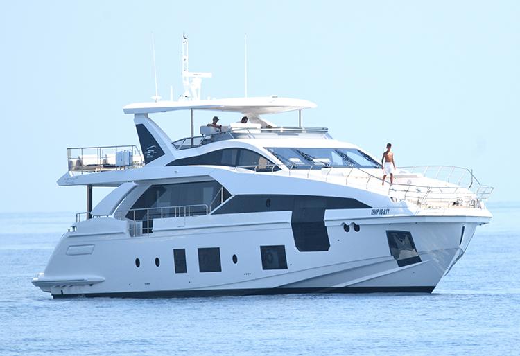 Криштиану Роналду отдыхает с Джорджиной Родригес и детьми на своей новой яхте за 7 миллионов долларов у берегов Италии Звезды,Звездные пары