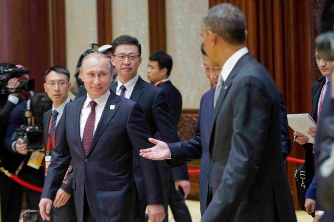 Путин похлопал Обаму по плечу
