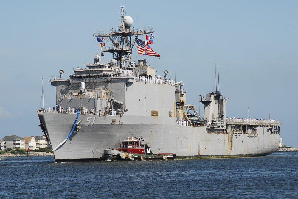 США выражают недовольство России в связи с жесткой блокировкой десантного корабля американских ВМС в Черном море