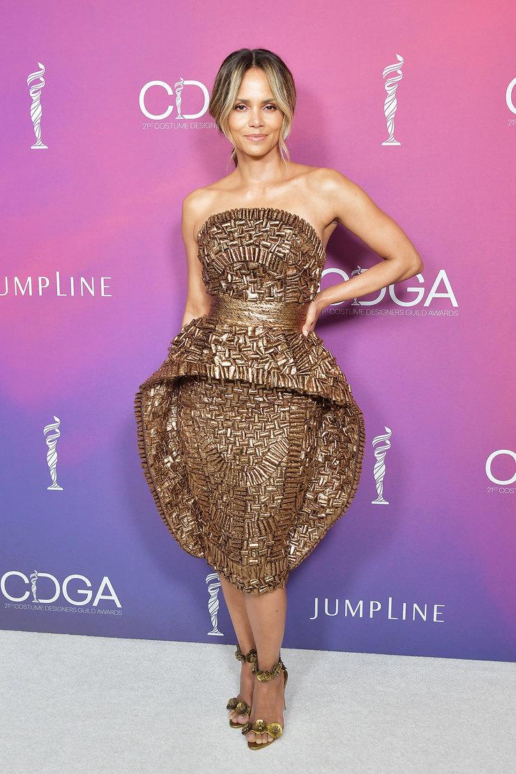 Поклонница мини и разрезов от бедра: 10 лучших выходов Холли Берри за последнее время актрисы,знаменитости,мода и красота,стиль,Холли Берри