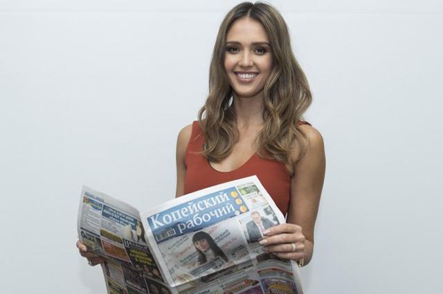 """Джессика Альба, Кира Найтли и другие голливудские звезды снова рекламируют газету """"Копейский рабочий"""" Новости"""