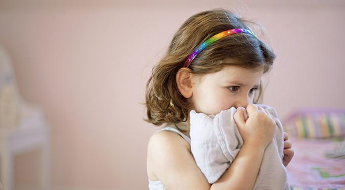 Тревожный ребенок: как помочь ему стать смелее