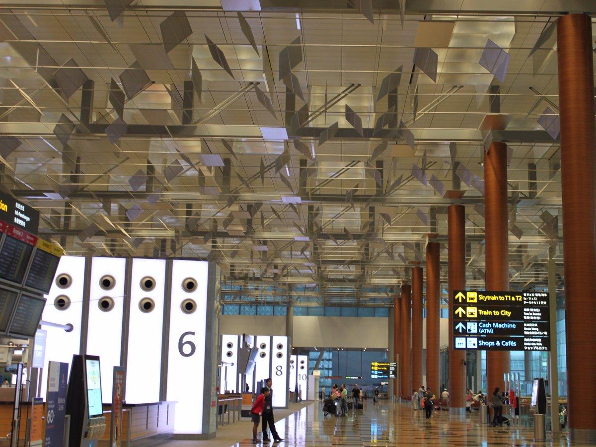 1. Сингапурский аэропорт Чанги. Пассажирооборот – 55 449 000 пассажиров.