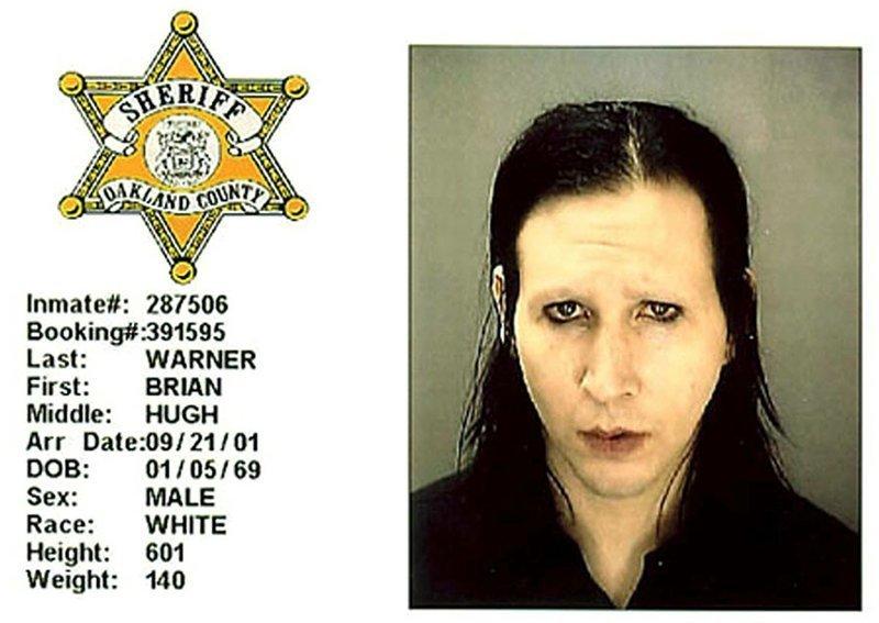 Брайан Хью Уорнер (он же Marilyn Manson). 2001 год. Непристойное поведение. арест, звезды, полиция, правонарушение