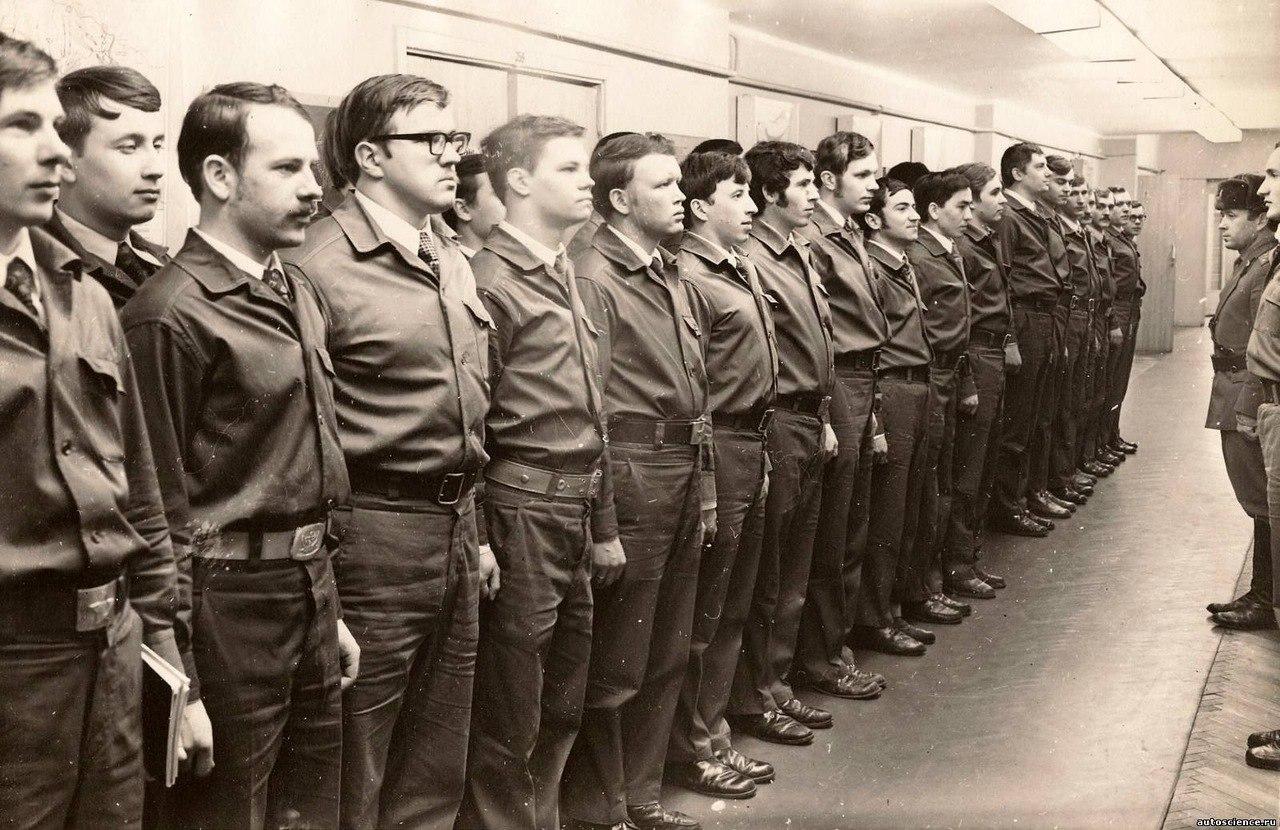 Жизнь студентов  Московского индустриального университета . 1970-е дальние дали