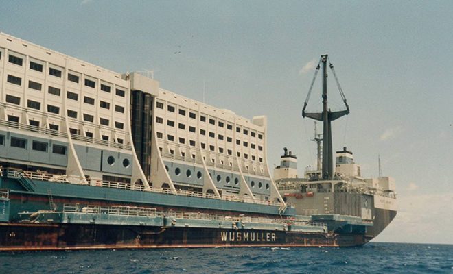 Первый в мире плавучий отель задумывали миром роскоши, но он стал ржавым остовом. Курорт списали и сдали Северной Корее Культура