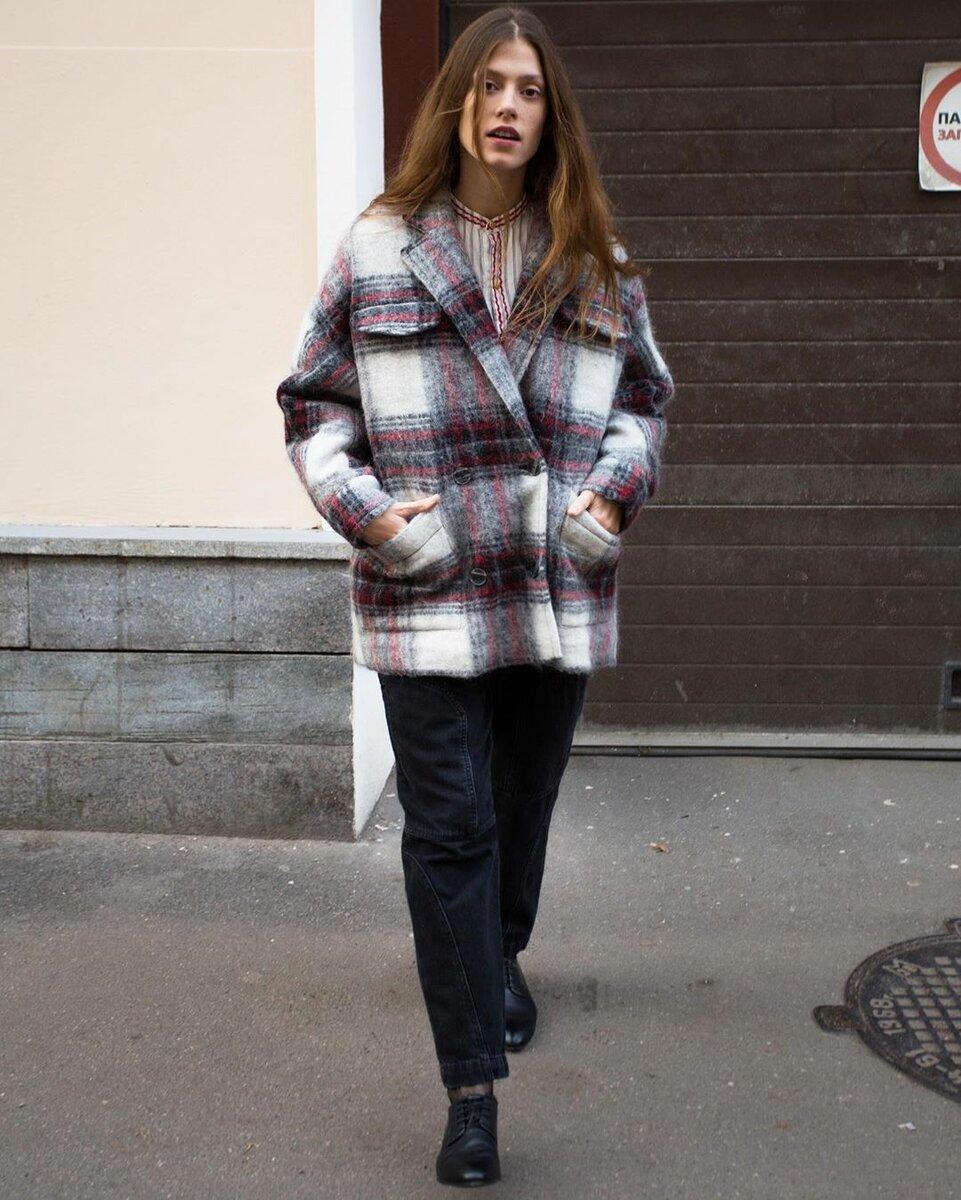 @parisienshop / Москвички вслед за стритстайлерами стали носить согревающие рубашки-пальто.