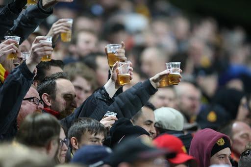 Британские ученые будут выяснять, почему футбольные фанаты напиваются во время матчей