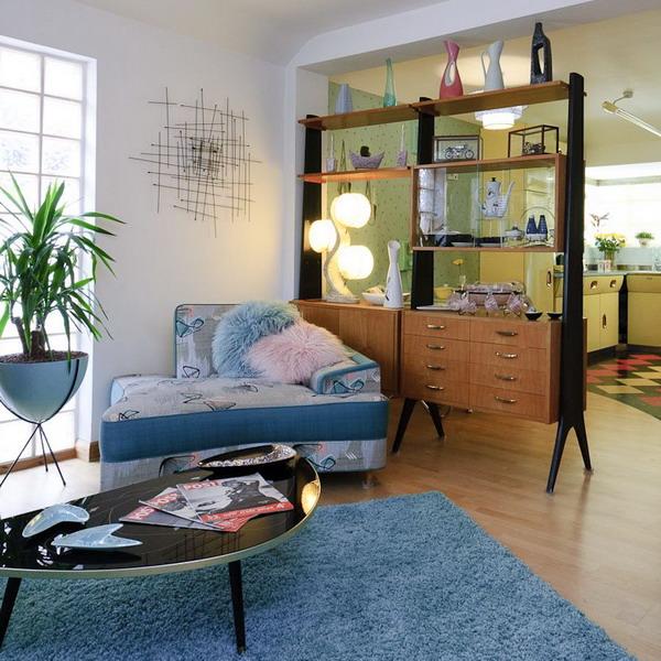 В стиле 60-х: интерьер дома, в котором старая мебель выглядит модно.