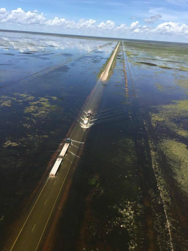 Затопленная дорога. Угадаете…